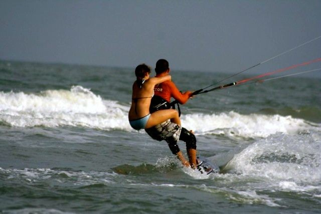 Private kitesurfing lesson (1-0-1 with instructor)